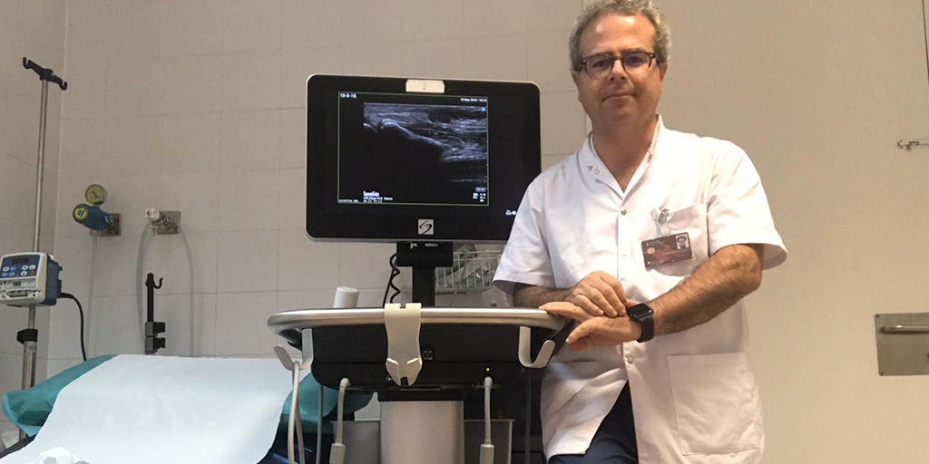 Dr. Victor Mayoral Rojals with a Sonosite ultrasound system